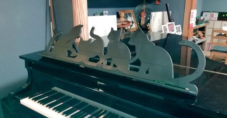 ピアノ譜面台(置き型)表
