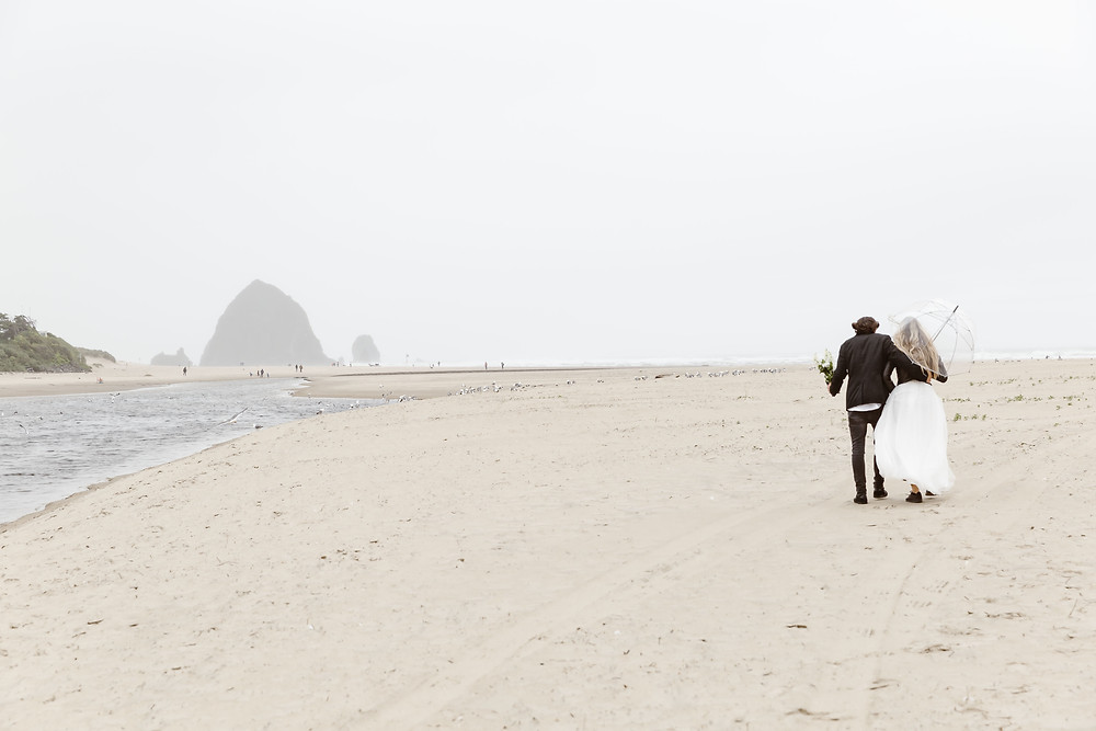 PNW elopement. Oregon Coast wedding
