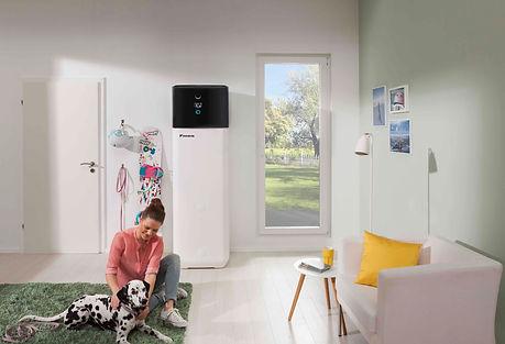 Wärmepumpen in einem Wohnraum. Eine solche Wärmepumpe können Sie bei uns in 1230 Wien kaufen.
