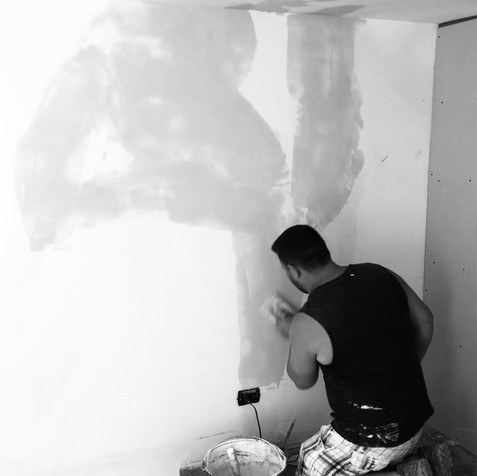 Ciccio paints walls