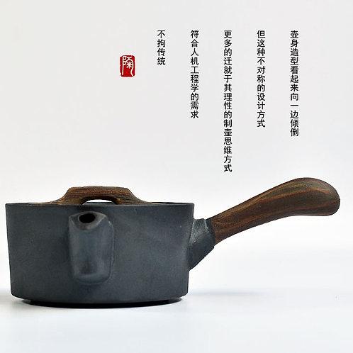 Чайник с деревянной ручкой
