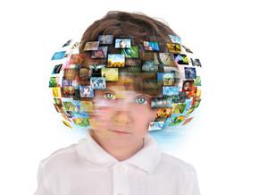 כיצד משפיעים המסכים על המוח שלנו?