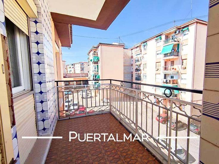 Piso en calle Ávila - Alicante.  3 Hab, 1 baño, Terraza, Parking