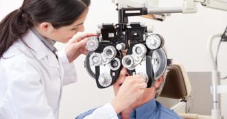 oftalmologo adulto.png
