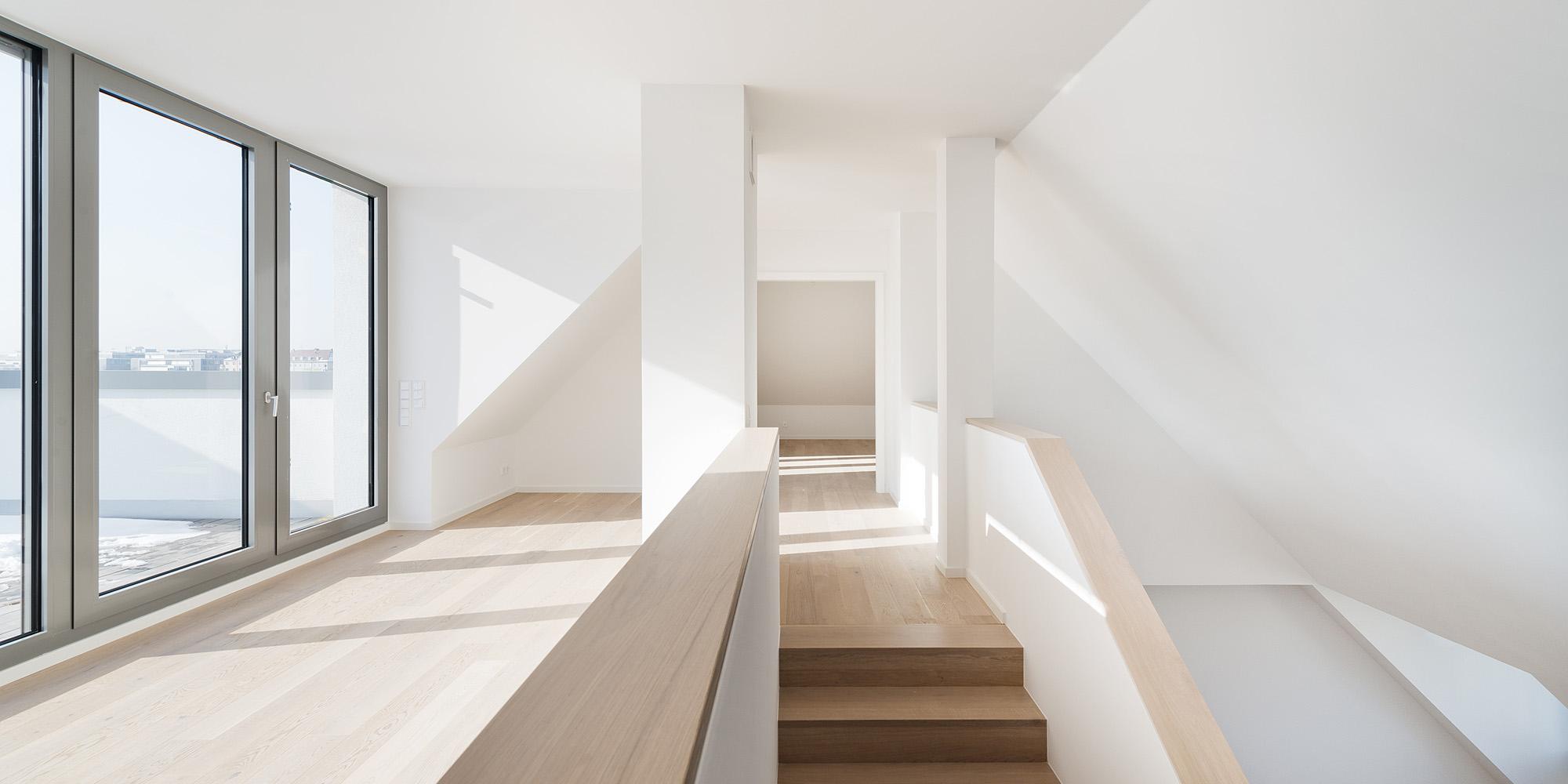 h16-wohnung35-treppenaufgang-2000x1000