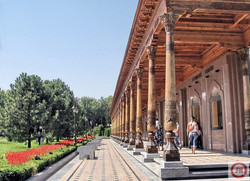 Tashkent Gallery in Independence square.