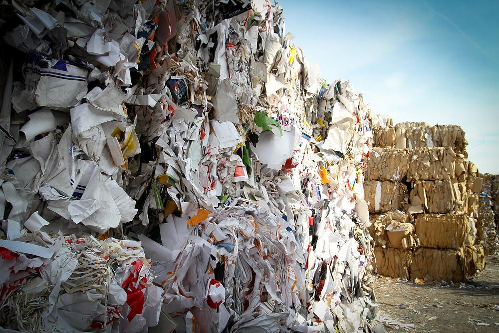 Papírový odpad na skládce