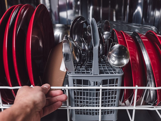Jak správně naskládat nádobí do myčky a vhodně nastavit dávkování prostředků