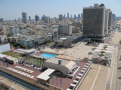 כיכר אתרים בתל אביב: האמנם לבן הזה פיללנו?