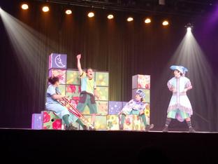 """A magia do teatro que """"despluga"""" e fascina a criançada"""
