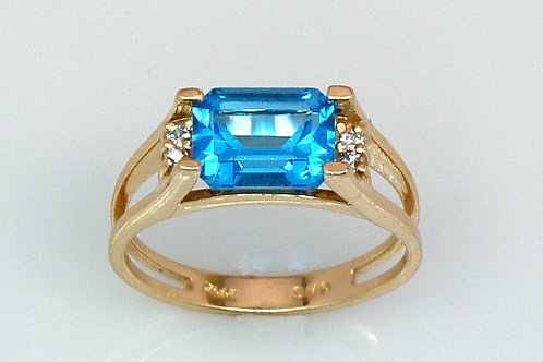 ESTATE Cushion Blue Topaz & Diamond Ring in Yellow 14K Gold