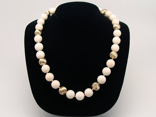 ESTATE Coral Bead Necklace in Yellow 14K Gold