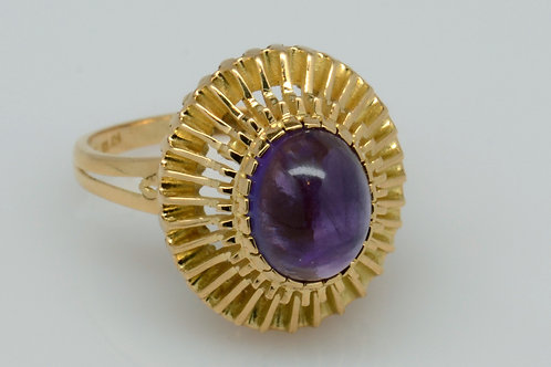 ESTATE Oval Amethyst Cabochon ring in Yellow 18K Gold