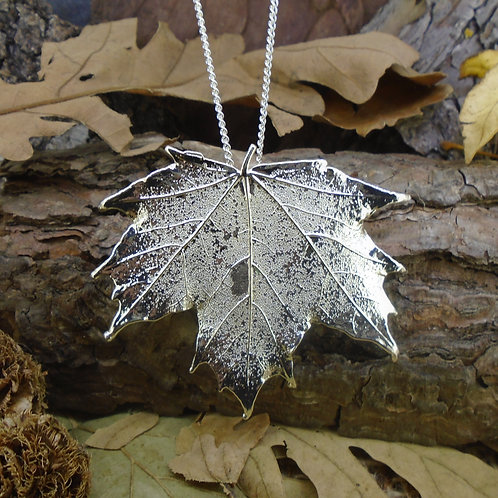 Canadian Maple Leaf Brooch Pendant - Silver