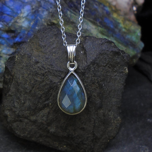 Delicate Labradorite Sterling Silver Pendant