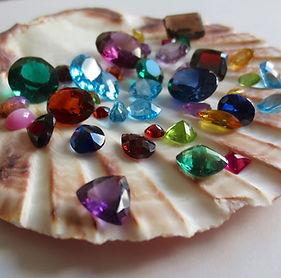 gemstones-1490209_1920.jpg