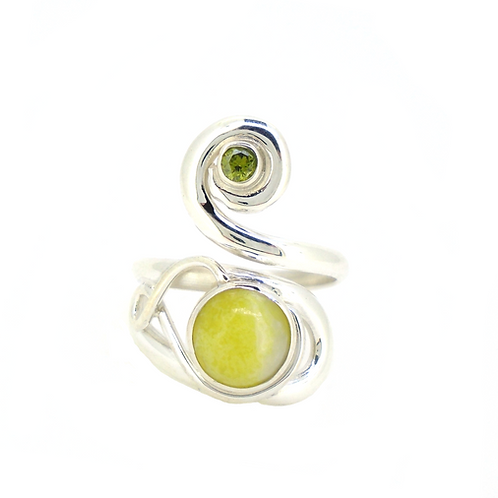 Highland Marble Celtic Twist with Peridot Ring