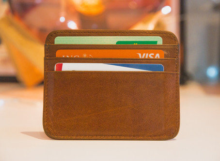 6 Reasons You Should Use a Credit Card Instead of a Debit Card