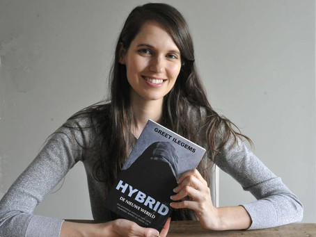 Het Laatste Nieuws: Voormalig model gooit hoge ogen met zelf uitgegeven boek. Greet met debuutroman