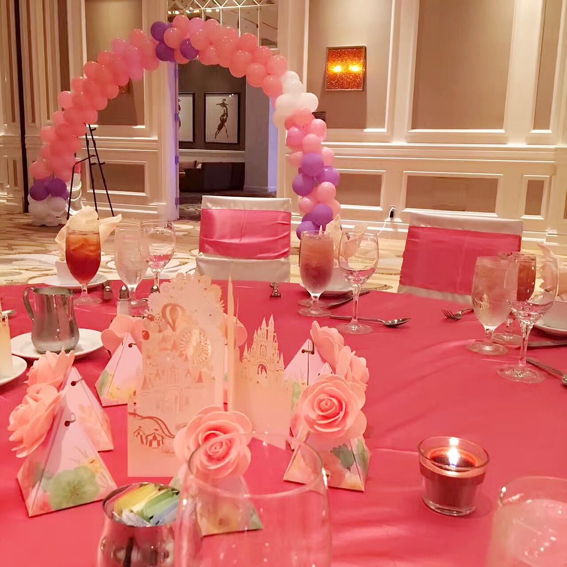 wedding decor baloon bridge