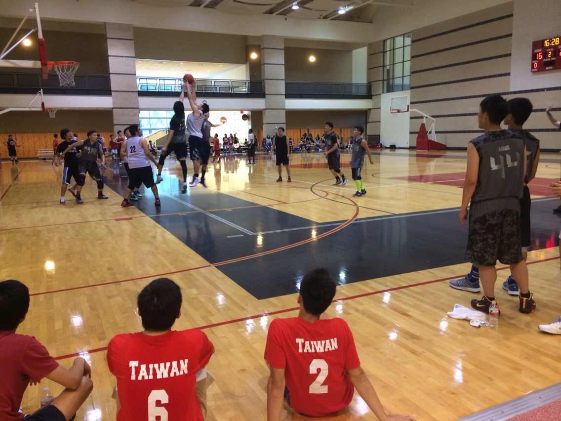 举办校园篮球赛