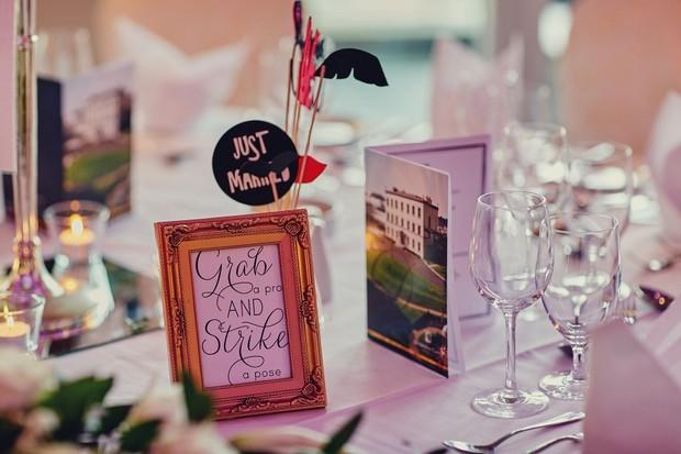 35-photo-props-on-table-wedding-entertai