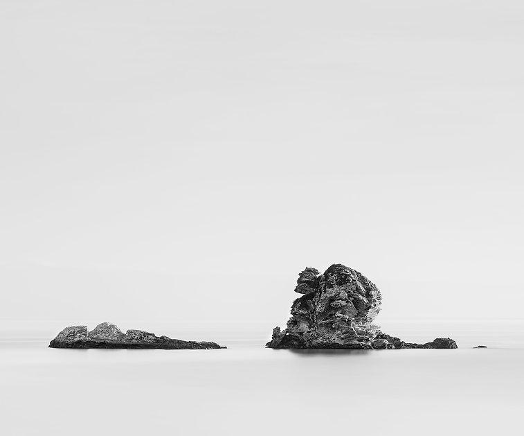 Immagine lunga esposizione di scogli marini