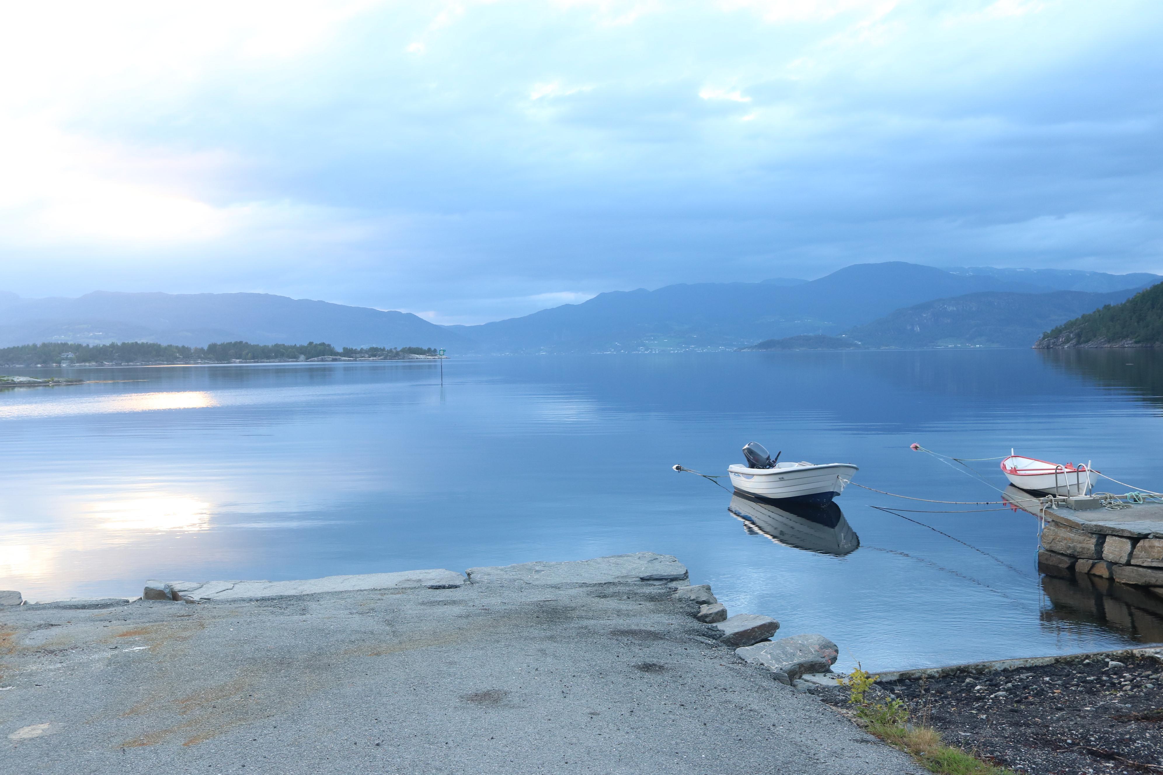 Stille kveld ved Hardangerfjorden
