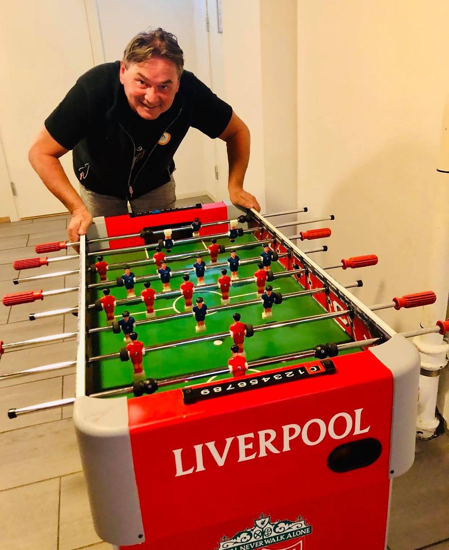 I underetasjen på vandrerhjemmet finnes det selvfølgelig et Liverpool fuzzballspill! Daglig leder Steffen Csirmaz er knallgod på det og utfordrer alle på festival campen til å måle krefter med han!