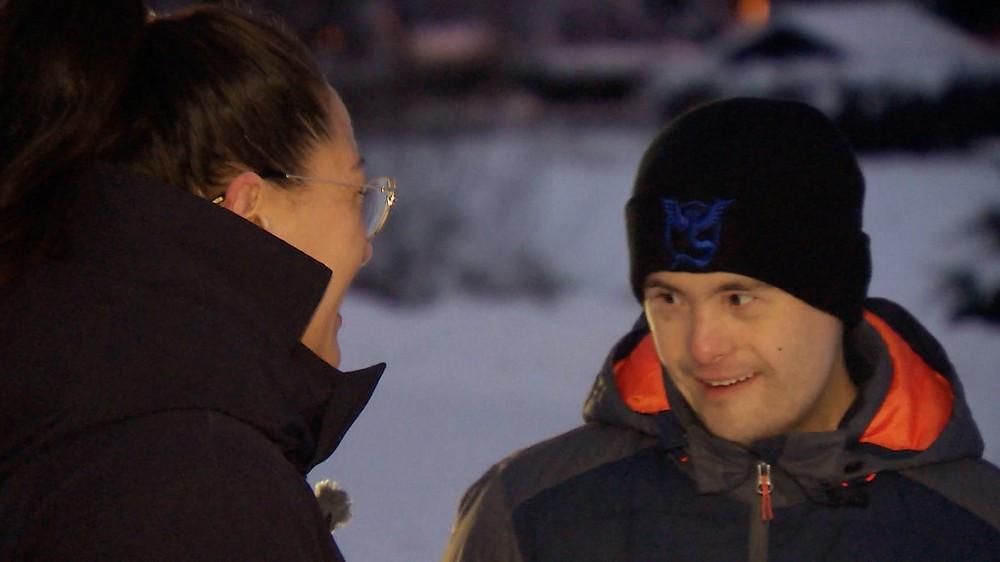 Jan Lauritzen (33) og søsteren Yvonne Lauritzen Finanger.  FOTO: KAI RUNE KVITSTEIN / NRK