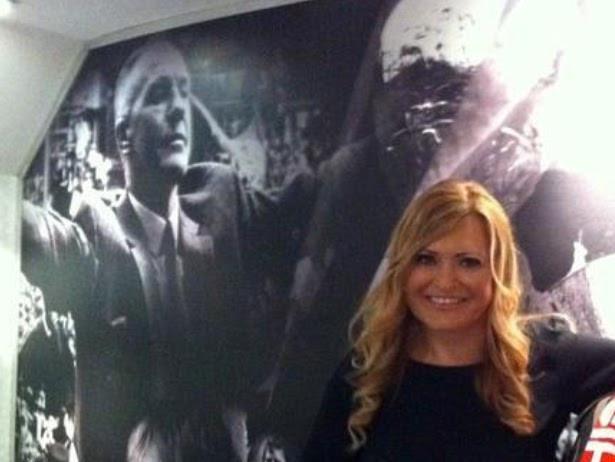 Karen Elisabeth Gill med sin berømte bestefar i bakgrunnen