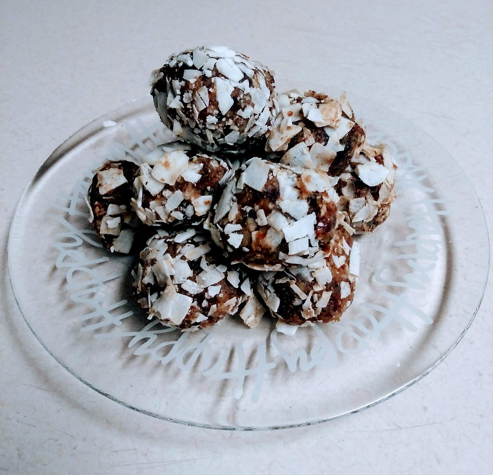 Gingerbread Protein Snowballs, a healthy holiday snack
