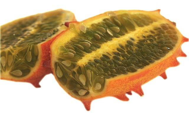 kiwano slice in half