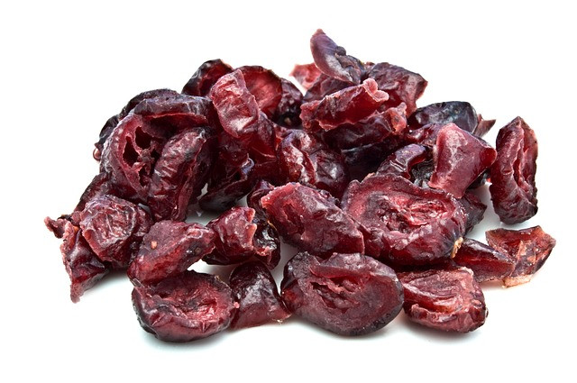 1/2 cup of dried fruit is 1 serving of fruit.