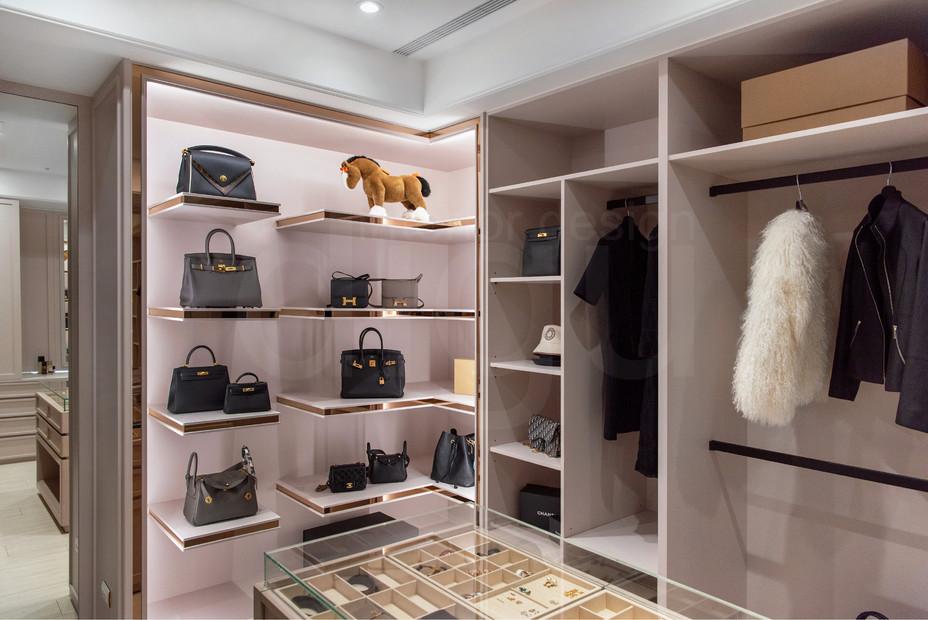 Hermès精品收納更衣間