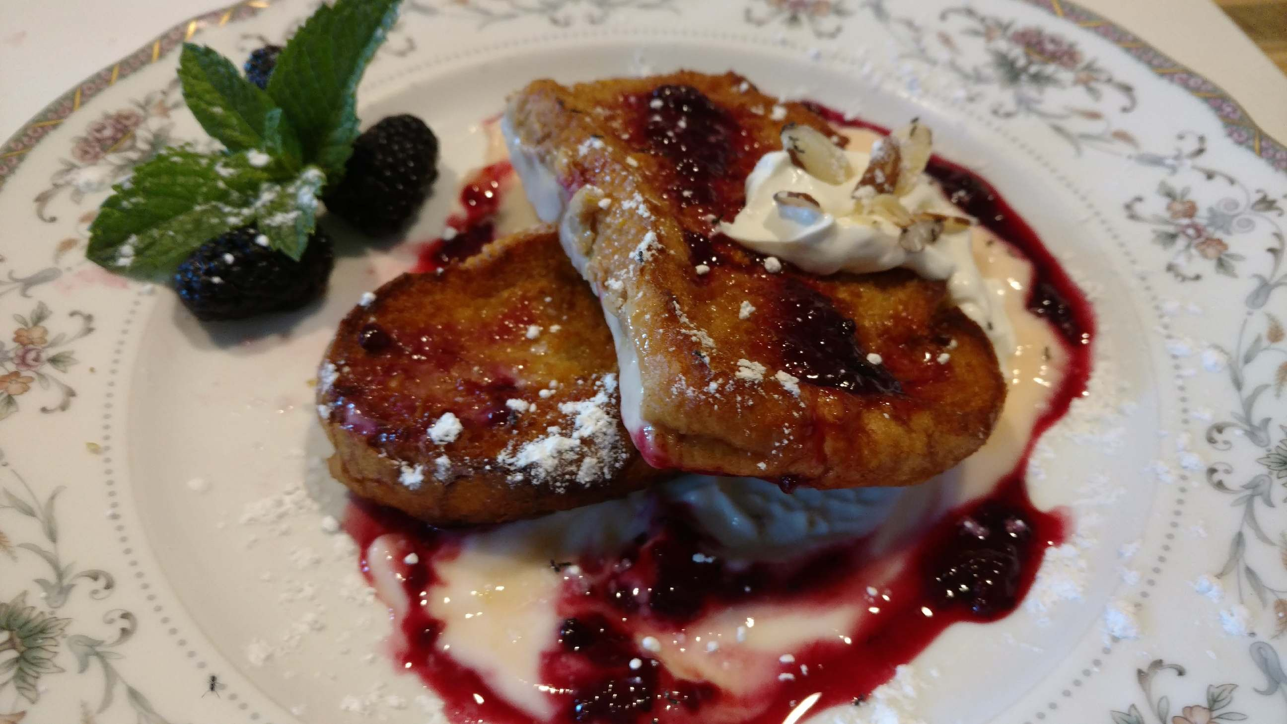 French Toast with Yogurt Sauce