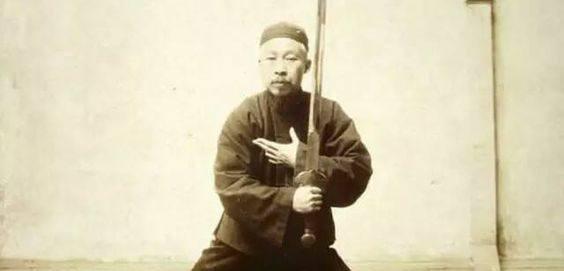 חֶרֶב פִּיפִיּוֹת - מלכת החרבות הסיניות ❖