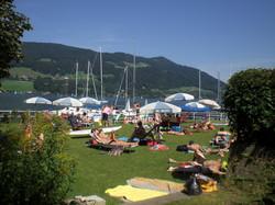 Strand und Bootsliegeplätze