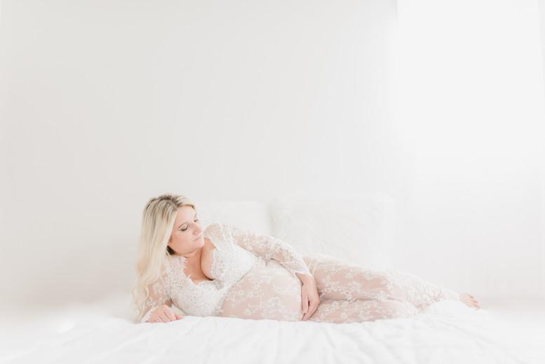 08-25-18 Bianca Maternity Boudoir - 434.