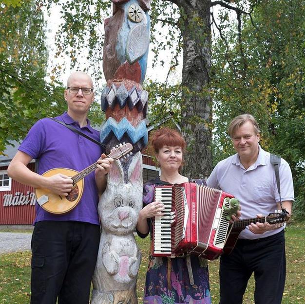 Loiskis Trio Mäki-Matin perhepuistossa (JKL), kuva Tanja Koskinen