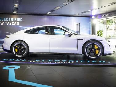 Porsche Taycan dẫn động cầu sau chính thức ra mắt khách hàng Việt Nam.