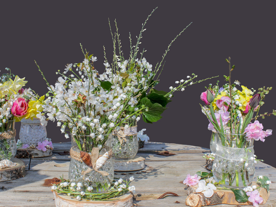 spring wedding table displays by buds to bouquets bright fresh pretty