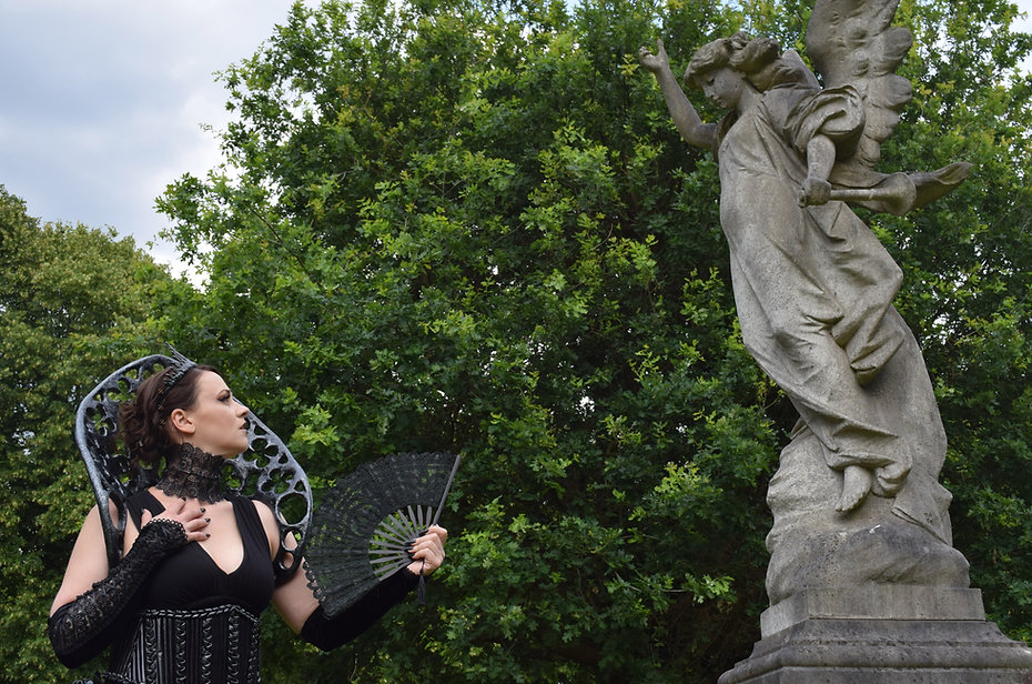 Gothic Queen 6, Lili Giacobino