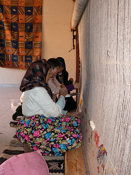 Julie Stephenson Skeinydipping handweaving in Morocco
