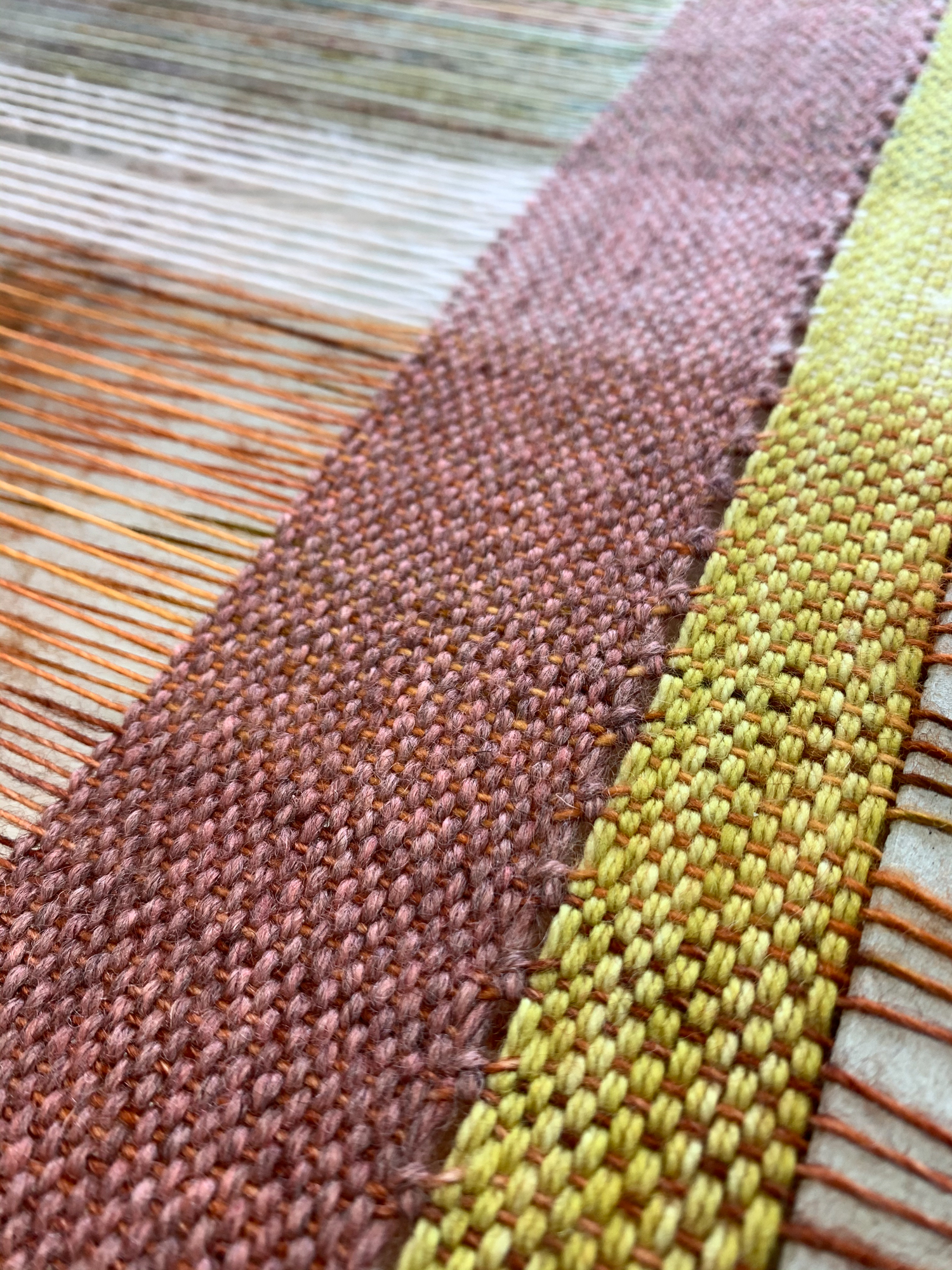 Header and end stitch on weaving