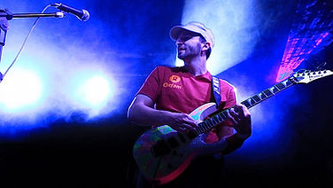 Leandro Bortoletto - Guitarra e Backing Vocal