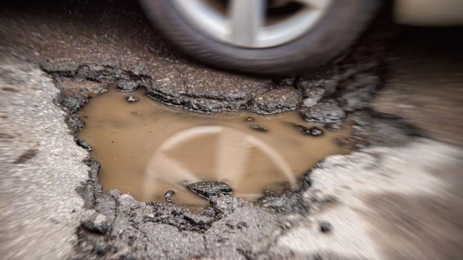 ¿Adiós a los baches? En Suiza crearon un asfalto que se repara solo