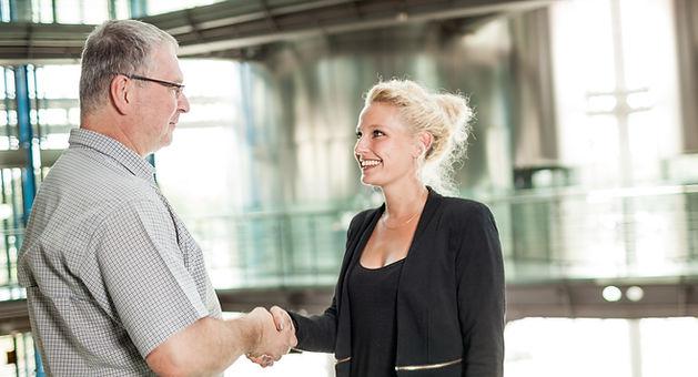 Kundenservice wird bei uns groß geschrieben. Print Media Academy Heidelberg, Projektleiterin Laura Rohn berät Sie gerne!