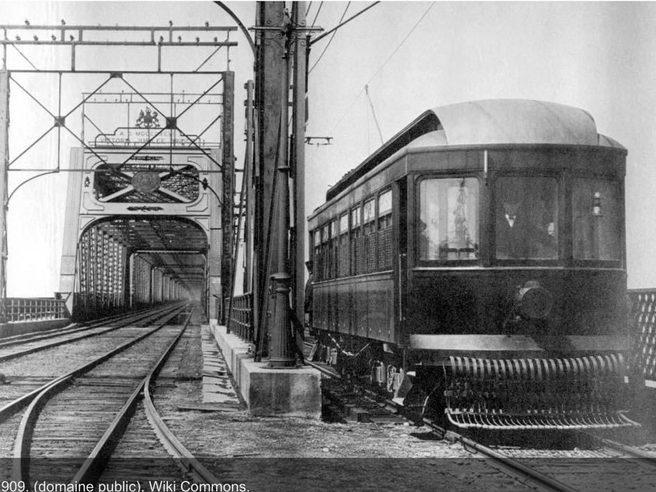 Tramway sur le Pont Victoria