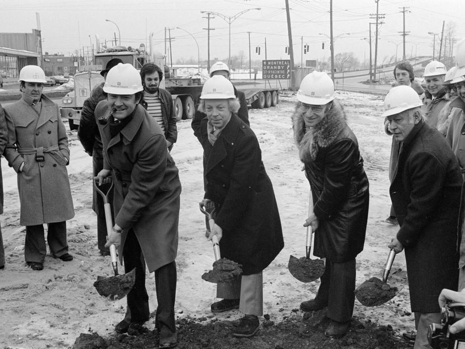 Première pelletée de terre échangeur Lemoyne 1975